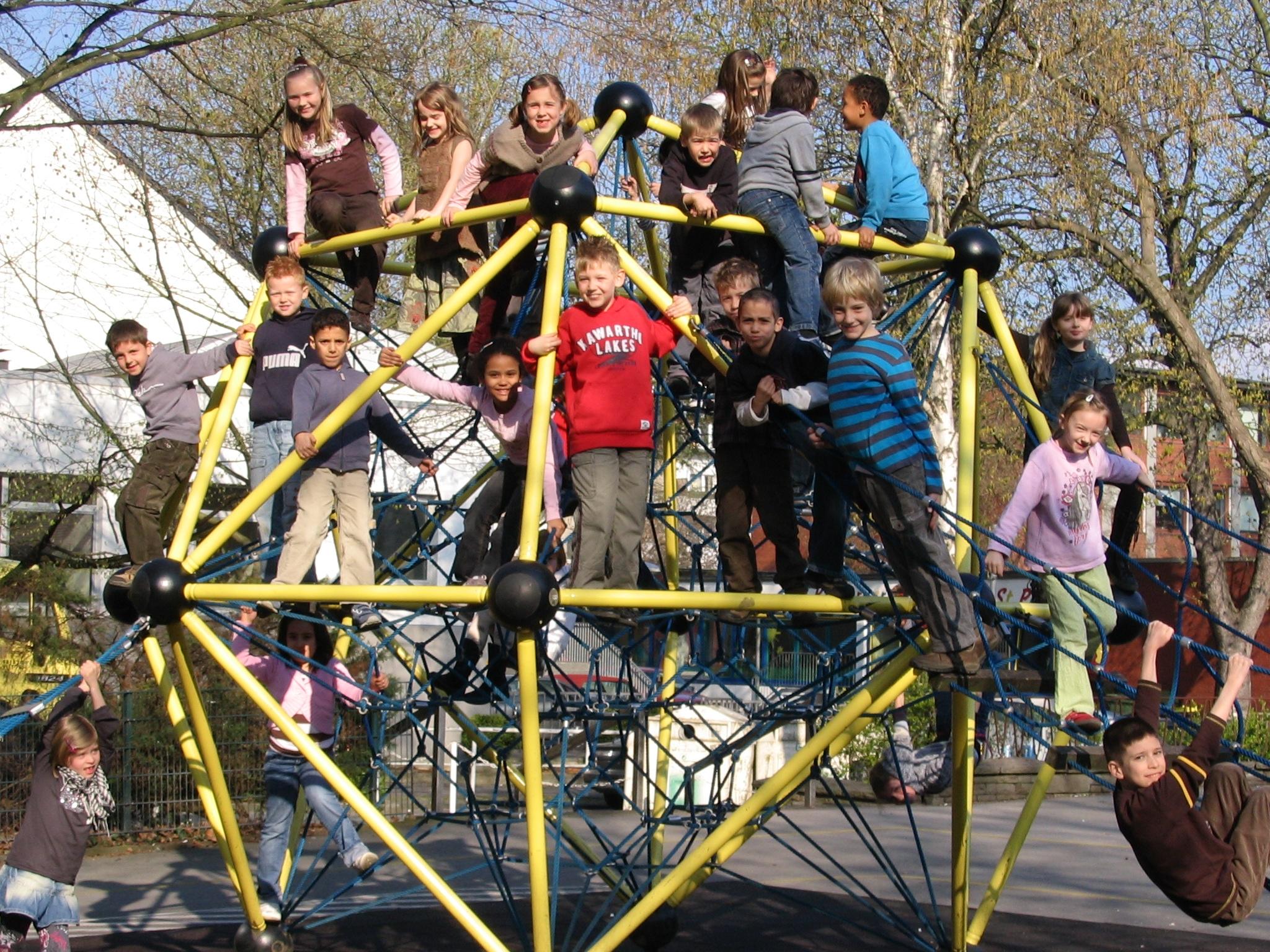 Klettergerüst Schulhof : Klettergerüst auf dem schulhof petri grundschule dortmund