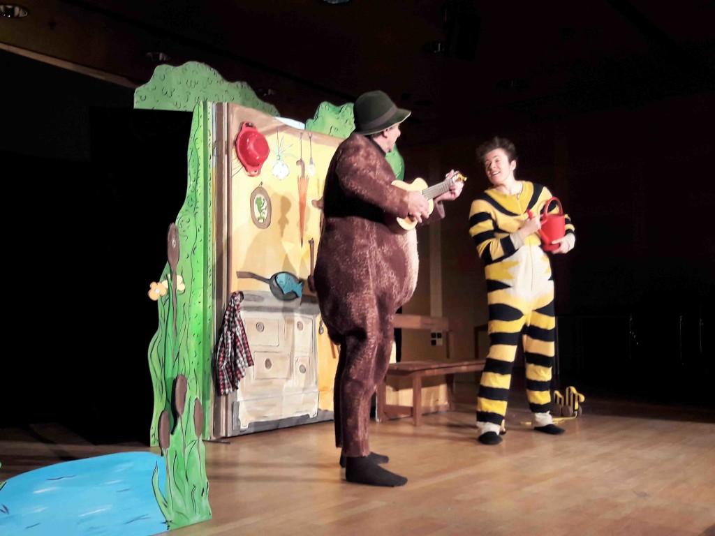 theaterbesuch-tiger-und-baer